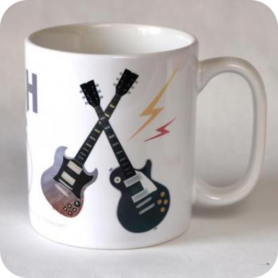 ギターデザインのマグカップ